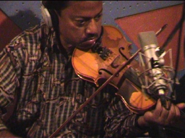 Sonil_violin player